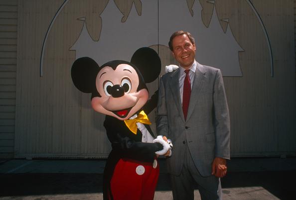 ミッキーマウス「Disney Executive Michael Eisner Portrait Session」:写真・画像(18)[壁紙.com]