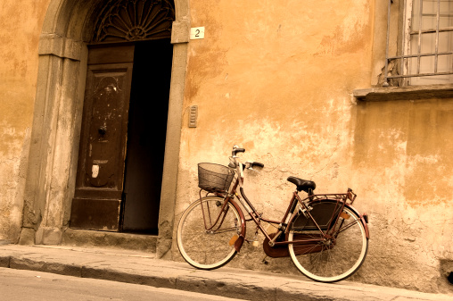 Auto Post Production Filter「A vintage bicycle leaning against an old building」:スマホ壁紙(12)