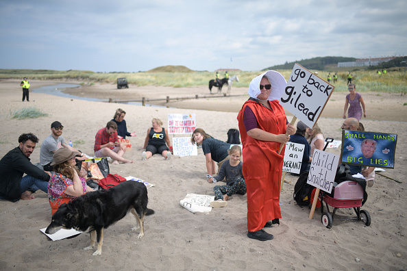 Turnberry「Scotland Protests At The Visit Of United States President Donald Trump」:写真・画像(10)[壁紙.com]