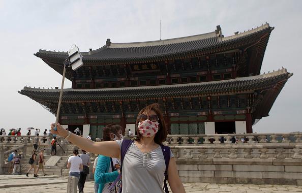 Gyeongbokgung「Alarm Spreads For MERS In South Korea」:写真・画像(3)[壁紙.com]