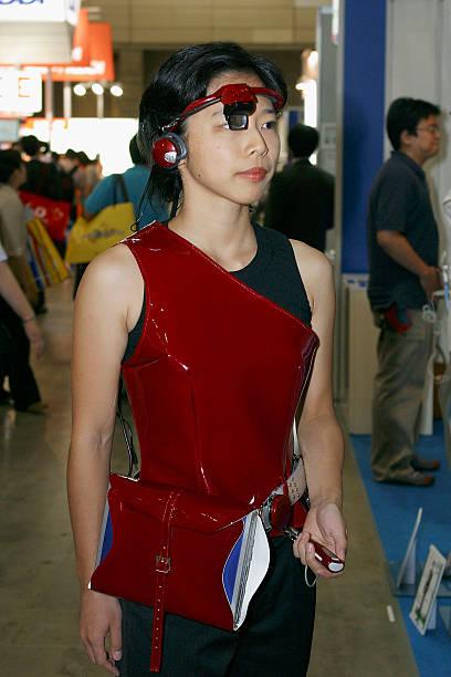 A Woman Wears A Prototype Wearable PC:ニュース(壁紙.com)