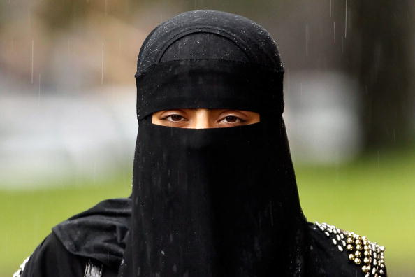 Veil「Muslim Women Wearing The Controversial Niqab In The UK」:写真・画像(6)[壁紙.com]