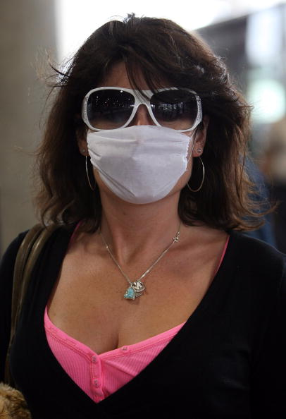 Surgical Mask「Fears Continue Over Possible Swine Flu Pandemic」:写真・画像(12)[壁紙.com]