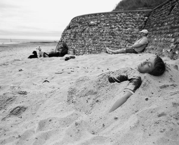 Tom Stoddart Archive「Half Buried In Cromer」:写真・画像(16)[壁紙.com]