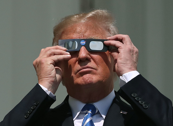 Eclipse「President Trump Views The Eclipse From The White House」:写真・画像(19)[壁紙.com]