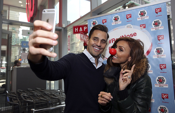 Red Nose Day「Giuliana And Bill Rancic Join In On The Red Nose Day Fun While Visiting Their Local Walgreens」:写真・画像(5)[壁紙.com]