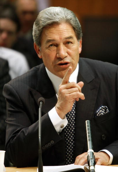 Answering「Winston Peters Gives Evidence At Privileges Committee Hearing」:写真・画像(9)[壁紙.com]