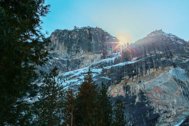 Sun rising over rocky landscape, Yosemite, California, United States:スマホ壁紙(壁紙.com)