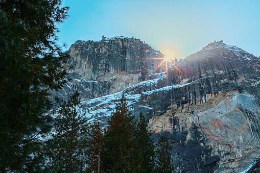 雪「Sun rising over rocky landscape, Yosemite, California, United States」:スマホ壁紙(19)