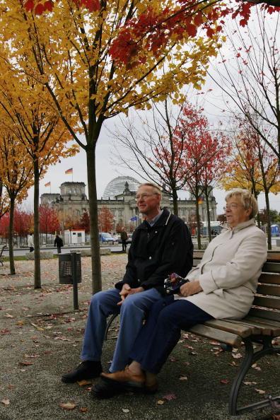 Bench「Fall Foliage In Berlin Begins」:写真・画像(9)[壁紙.com]