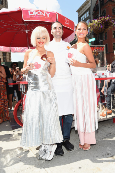 Silver Shoe「DKNY Celebrates The Launch Of The New DKNY MYNY Fragrance With Rita Ora, Chrissy Teigen, Hannah Bronfman, Among Other NY Notables」:写真・画像(9)[壁紙.com]