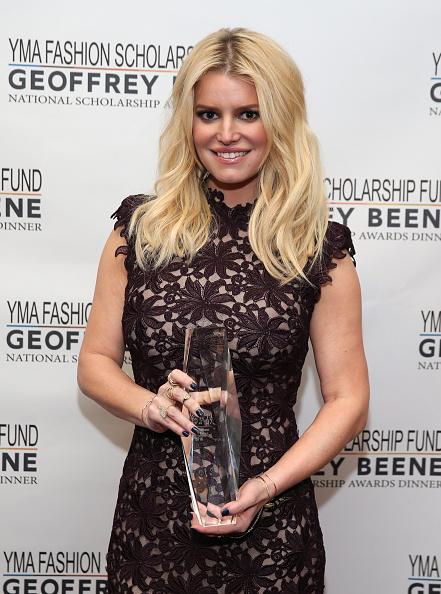 Jessica Simpson「YMA Fashion Scholarship Fund Geoffrey Beene National Scholarship Awards Gala」:写真・画像(15)[壁紙.com]