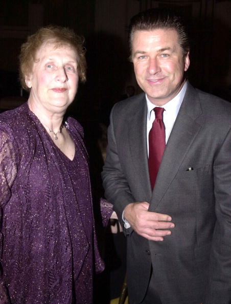 Parent「Alec Baldwin And Mother At Gilda's Club Comedy Gala」:写真・画像(17)[壁紙.com]