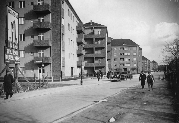 Apartment「Artist Colony-Residential Buildings In Berlin-Wilmersdorf. 3Th November 1931.  Photograph.」:写真・画像(16)[壁紙.com]