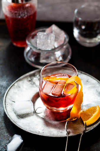 Cocktail「Negroni with orange peel and ice cubes」:スマホ壁紙(6)