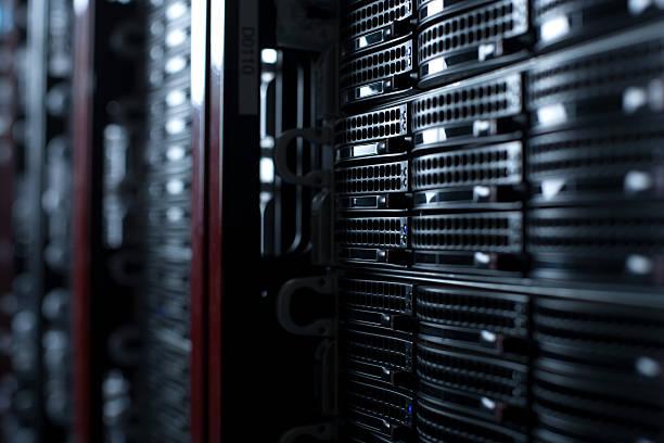 Rackmount Servers in a Data Center:スマホ壁紙(壁紙.com)