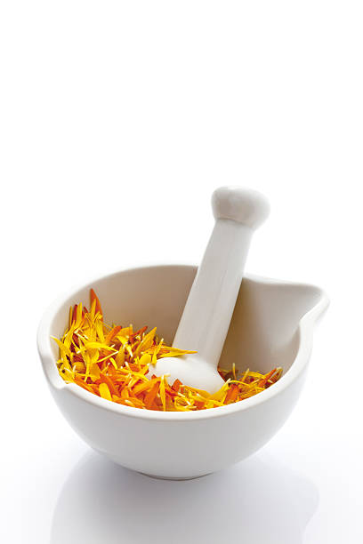 Marigold blossoms (Calendula officinalis) in Mortar with pestle, close-up:スマホ壁紙(壁紙.com)