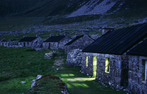 Hirta「The Street at dusk, St. Kilda, Scotland」:スマホ壁紙(1)
