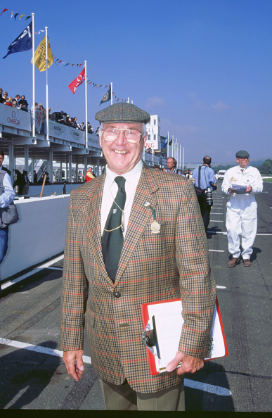 Country Road「Commentator Murray Walker at 1998 Goodwood revival」:写真・画像(18)[壁紙.com]
