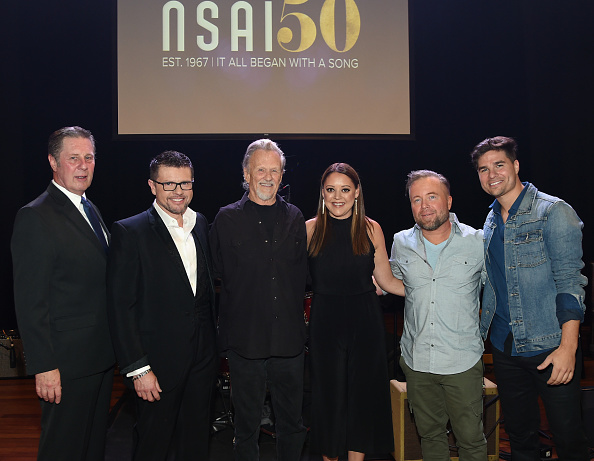 出席する「Nashville Songwriters 50th Anniversary - Concert」:写真・画像(10)[壁紙.com]