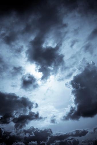 雲「ダークな雲」:スマホ壁紙(1)