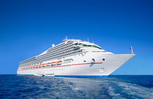Passenger Ship「Cruise Liner at Sea」:スマホ壁紙(2)