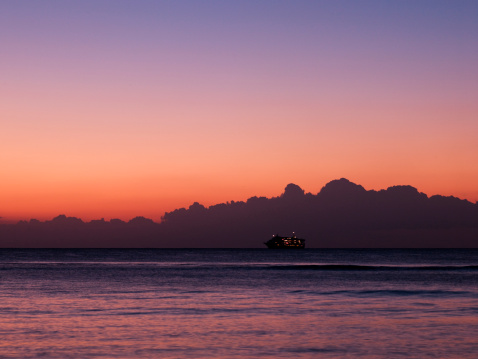 2000-2009「Cruise Liner at Sunset」:スマホ壁紙(11)