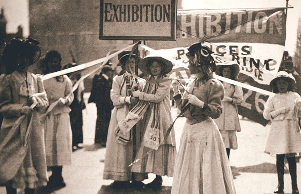 Banner - Sign「Young Suffragettes Promote The Fortnight-Long Women's Exhibition London 13 May 1909」:写真・画像(16)[壁紙.com]