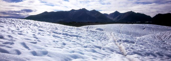 Kennicott Glacier「Kennicott Glacier from ice field, Wrangell Mountains in background」:スマホ壁紙(16)