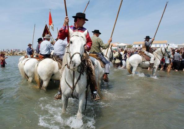 Camargue「Gypsies Celebrate The Procession To the Sea」:写真・画像(17)[壁紙.com]