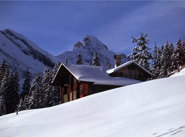 Mountain「Chalet (near the village of Murren), region of Bernese highland, Swiss Alps, Canton of Berne, Switzerland」:写真・画像(6)[壁紙.com]
