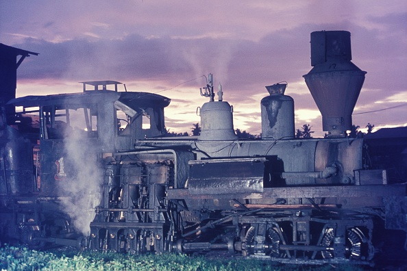Dawn「As dawns breaks over Fabrica on rhe Philippine island of Negros an old Lima two truck Shay raises steam for a days tripping around the sawmill on the Insular Lumber Company. Tuesday 29th October 1974.」:写真・画像(0)[壁紙.com]