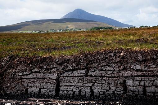 アキル島「Peat In Irish Bog; Achill Island, County Mayo, Ireland」:スマホ壁紙(3)