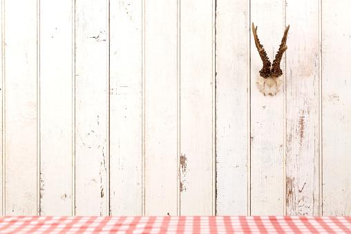 Rustic「Deer antler hanging on white wooden wall」:スマホ壁紙(3)