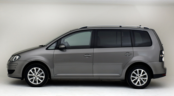 Side View「2009 Volkswagen Touran Tdi」:写真・画像(2)[壁紙.com]