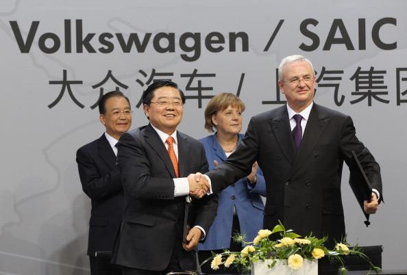 Wolfsburg - Lower Saxony「Wen Jiabao Visits Volkswagen Factory」:写真・画像(14)[壁紙.com]