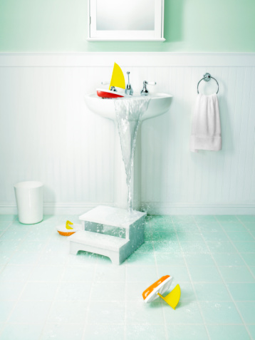Clogged「Bathroom with overflowing sink and children's toys」:スマホ壁紙(16)