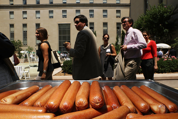 USA「Annual Hot Dog Lunch Held For Lawmakers On Capitol Hill」:写真・画像(2)[壁紙.com]