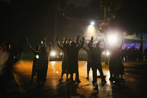 Missouri「Outrage In Missouri Town After Police Shooting Of 18-Yr-Old Man」:写真・画像(18)[壁紙.com]