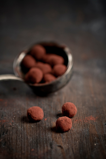Praline「Chocolate Truffles in soup ladle」:スマホ壁紙(17)
