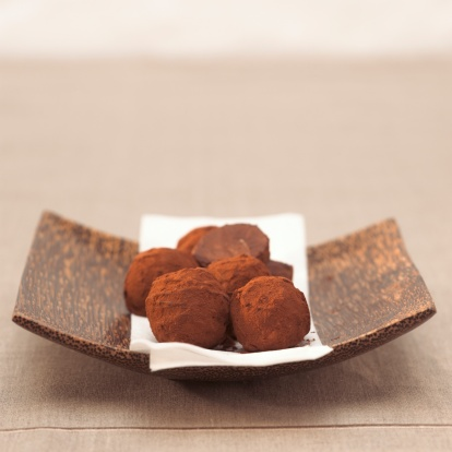 Chocolate Truffle「Chocolate truffles in bowl, close-up」:スマホ壁紙(16)