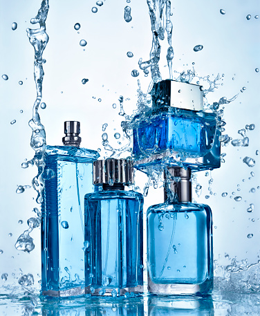 Light Blue「Four perfume bottles under flowing water」:スマホ壁紙(8)