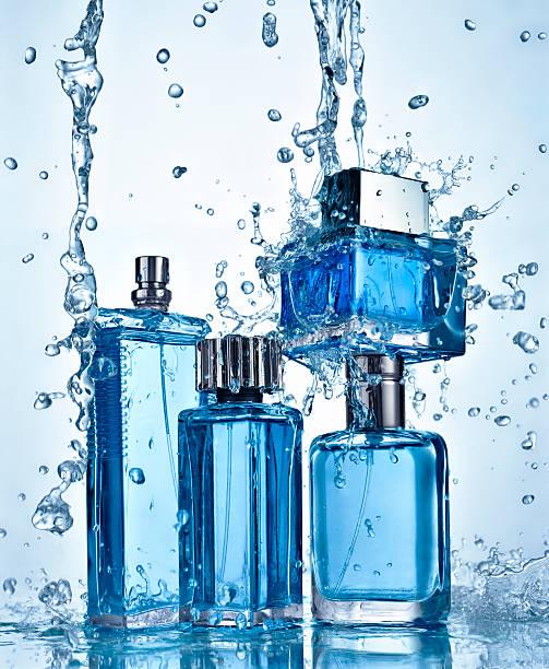 Four perfume bottles under flowing water:スマホ壁紙(壁紙.com)