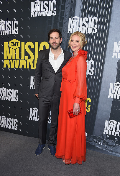 Katherine Heigl「2017 CMT Music Awards - Arrivals」:写真・画像(8)[壁紙.com]