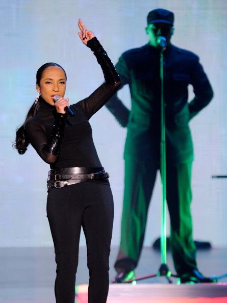 Singer「Sade And John Legend Perform At The MGM Grand Garden Arena」:写真・画像(15)[壁紙.com]