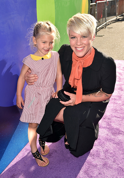 女性歌手「Premiere Of Disney-Pixar's 'Inside Out' - Red Carpet」:写真・画像(5)[壁紙.com]