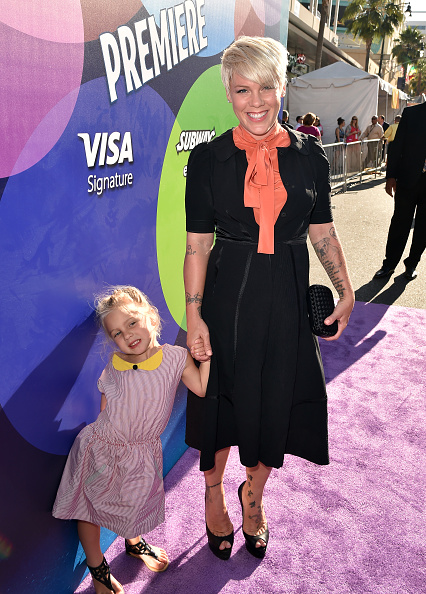 女性歌手「Premiere Of Disney-Pixar's 'Inside Out' - Red Carpet」:写真・画像(9)[壁紙.com]