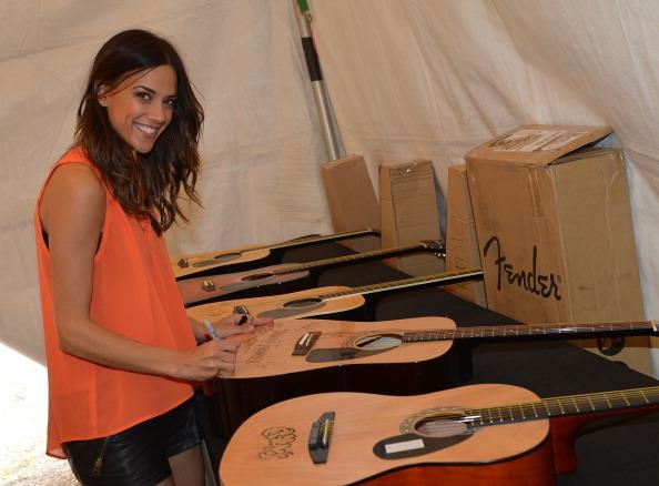 Acoustic Guitar「2013 Arizona Country Thunder Music Festival - Day 2」:写真・画像(5)[壁紙.com]