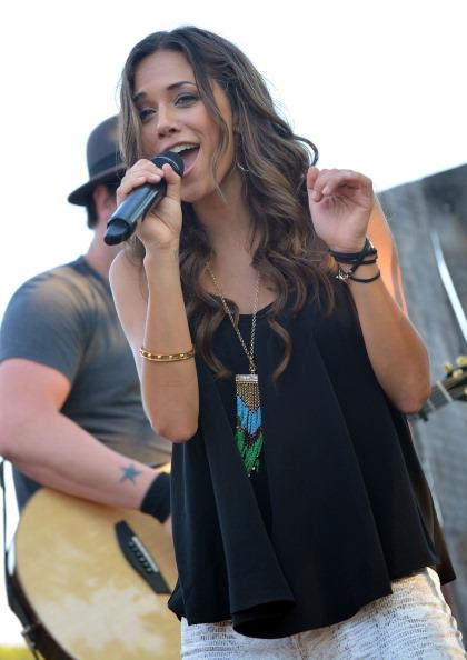 Three Quarter Length「Warner Music Nashville's Pickin' On The Patio - Jana Kramer In Concert」:写真・画像(4)[壁紙.com]