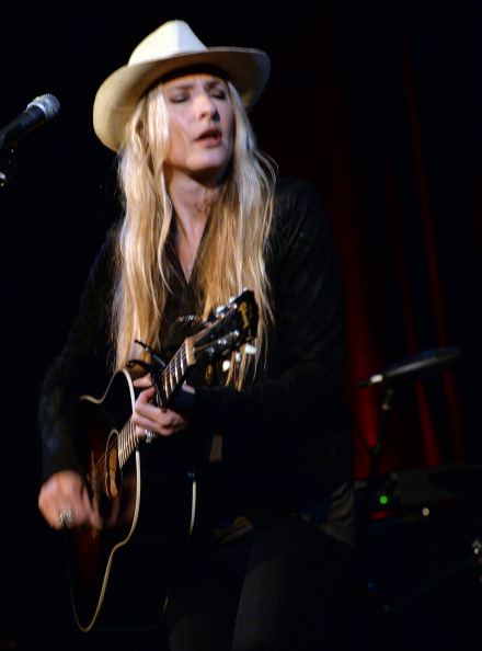 Cream Colored Hat「Holly Williams Plays 3rd & Lindsley」:写真・画像(2)[壁紙.com]